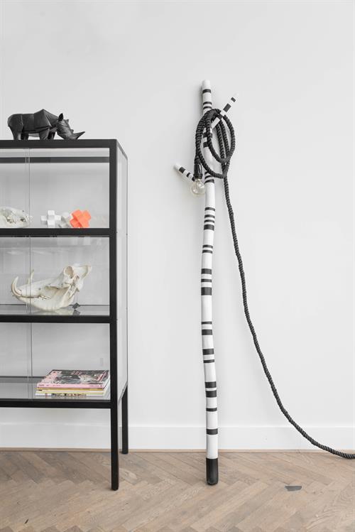 hk-living-kast-vitrinekast-zwart-glas-hout-fur0023