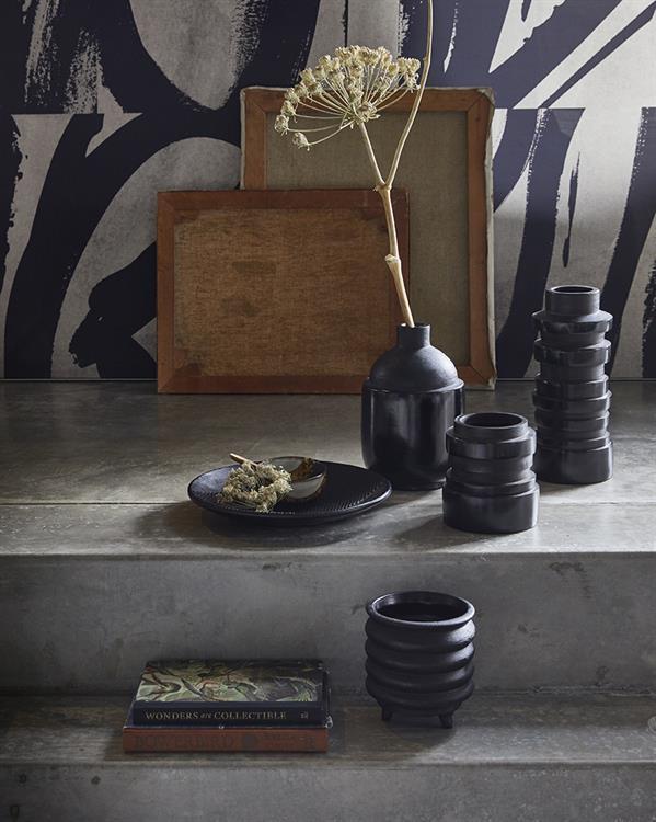 hkliving-sfeerfoto-bloempot-zwart-vaas-chulucanas-aardewerk-ace6677-ace6681-medium-ACE6680-rond-dienblad-ace6679