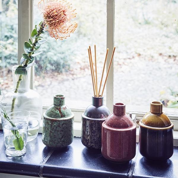 hkliving-sfeerfoto-vaasje-geurstokjes-HK.7-bruin-Japanes-flowers-AKA3329