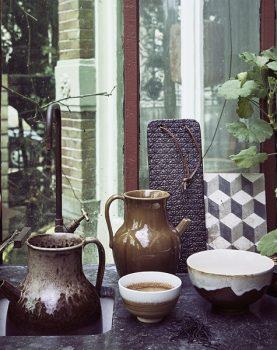 hkliving-sfeerfoto-schaaltje-bruin-dripend-effect-aardewerk-kyoto-keramie