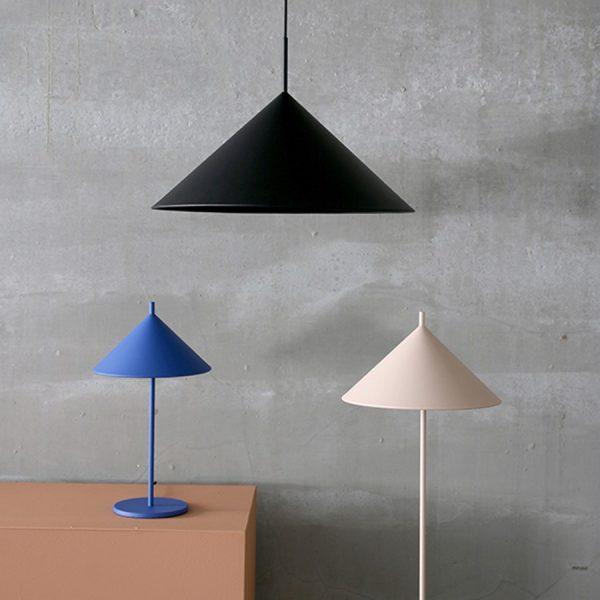 hkliving-sfeerfoto-hanglamp-metaal-triangel-zwart-VOL5041
