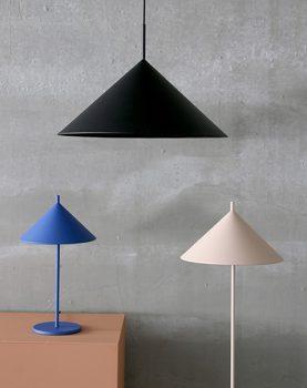 hkliving-tafellamp-triangle-kobalt-blauw-VOL5045-sfeerfoto