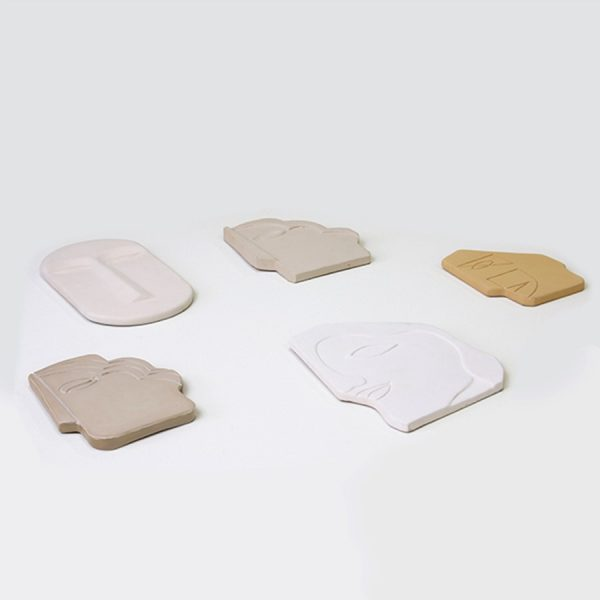 hkliving-sfeerfoto-masker-aardewerk-gezicht-glanzend-taupe-small-awd8884-12,5x1x15,5cm-wanddecoratie